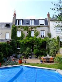 Immobilier de prestige : Maison bourgeoise à vendre - Lucilia Brosset | Lucilia B. : votre spécialiste de l'immobilier sur Tours et environs