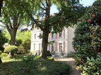 Immobilier de prestige : Vente Maison Bourgeoise - Lucilia brosset | Lucilia B. : votre spécialiste de l'immobilier sur Tours et environs