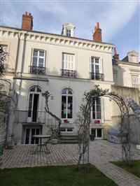 Immobilier de prestige : Maison à vendre - Lucilia Brosset | Lucilia B. : votre spécialiste de l'immobilier sur Tours et environs
